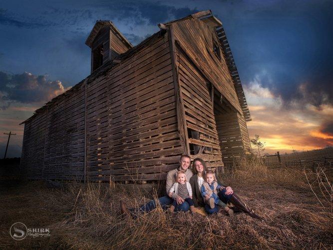 Shirk-Photography-Family-Portraits-Iowa-Creative-Barn-Sunset-Twins