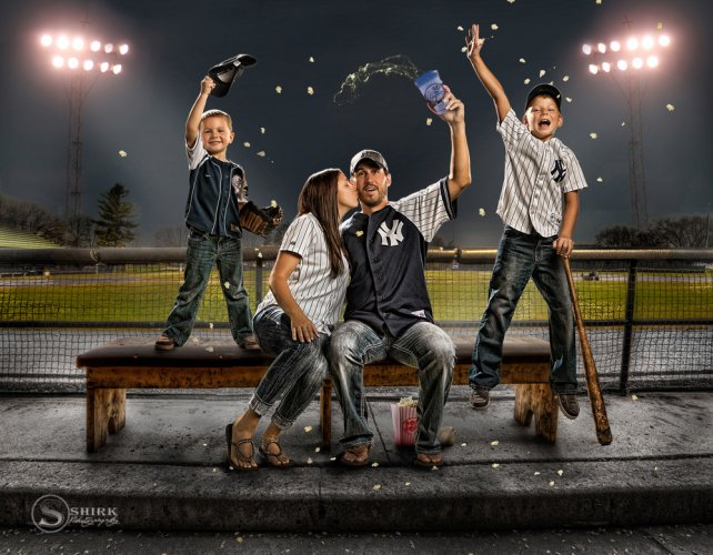 Shirk-Photography-Family-Portraits-Iowa-Creative-Baseball-Yankees-Cheer-popcorn