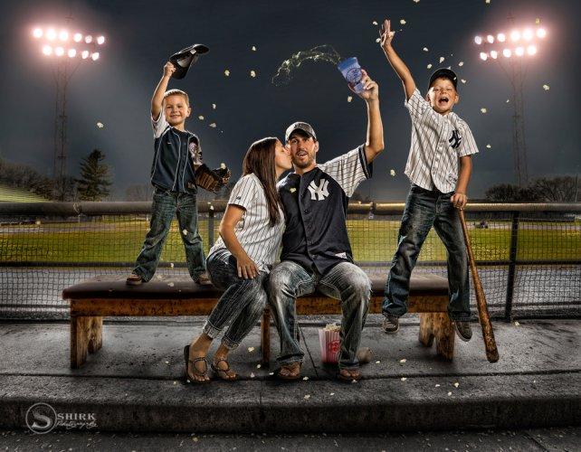 Shirk-Photography-Family-Portraits-Iowa-Creative-Baseball-Yankees-Cheer-popcorn