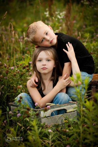 Shirk-Photography-Family-Portraits-Iowa-Creative-Brother-and-Sister-Outdoors