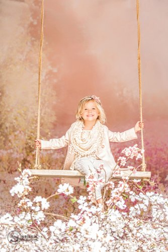 Shirk-Photography-Family-Portraits-Iowa-Creative-Daughter-Swing