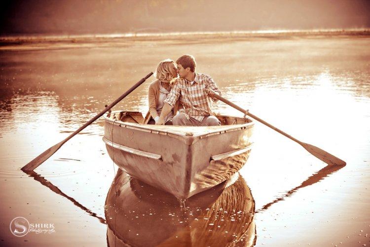Shirk-Photography-Family-Portraits-Iowa-Creative-Engagement-Boat-Lake-Kiss
