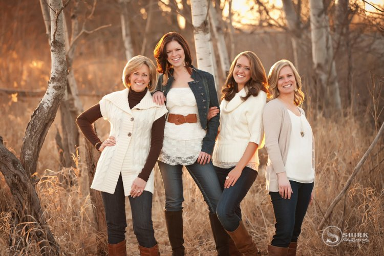 Shirk-Photography-Family-Portraits-Iowa-Creative-Mother-Daughters