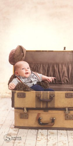 Shirk-Photography-Family-Portraits-Iowa-Creative-New-Born-Suit-Case