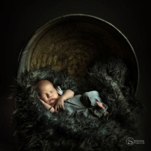 Shirk-Photography-Family-Portraits-Iowa-Creative-Newborn-Sleep