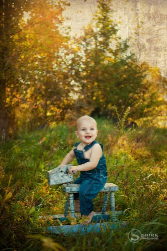 Shirk-Photography-Family-Portraits-Iowa-Creative-Outdoor-Rocking-Chair
