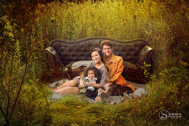 Shirk-Photography-Family-Portraits-Iowa-Creative-Outdoor-Sisters-Mother