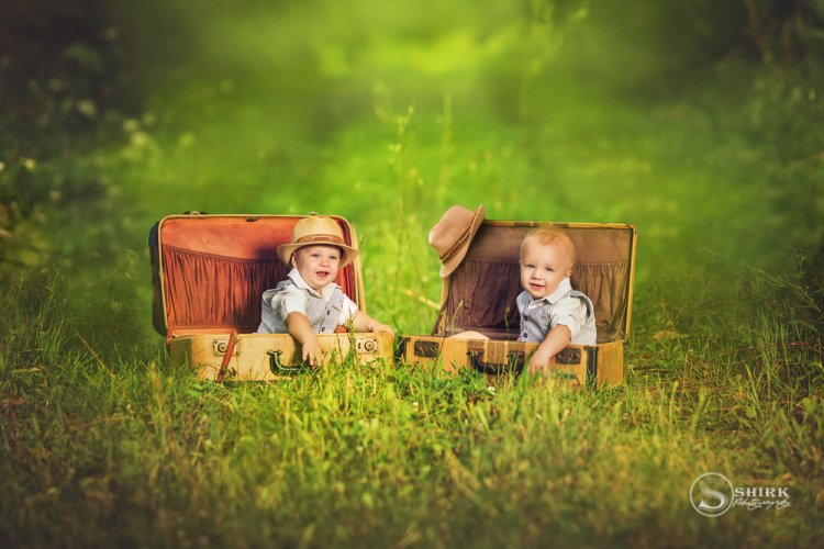 Shirk-Photography-Family-Portraits-Iowa-Creative-Outdoor-Twins-Brothers