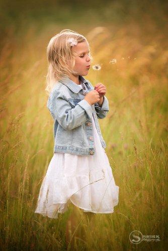 Shirk-Photography-Family-Portraits-Iowa-Creative-Outdoors-Dandy-Lion
