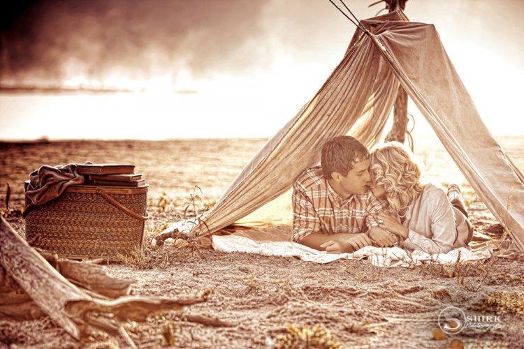 Shirk-Photography-Family-Portraits-Iowa-Creative-Picnic-Engagement-Couple