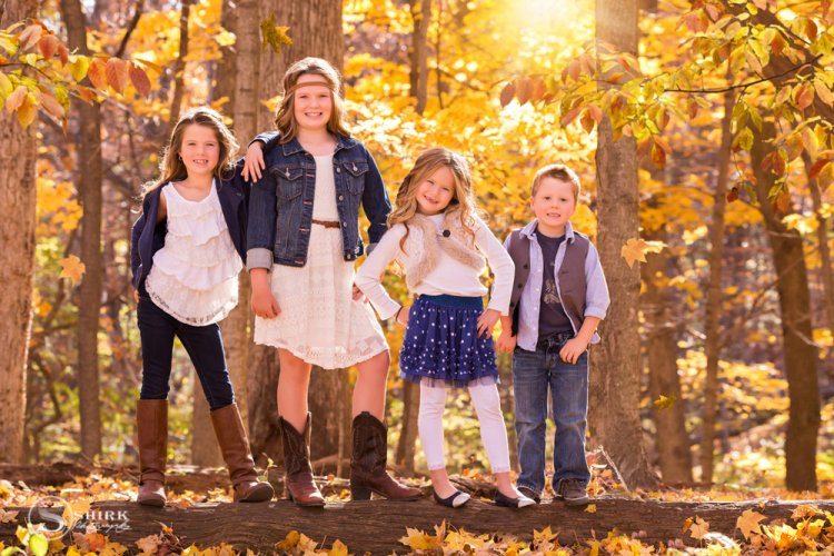 Shirk-Photography-Family-Portraits-Iowa-Creative-Siblings-Fall-Outdoors