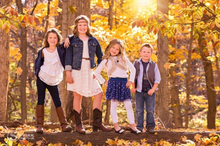 Shirk-Photography-Family-Portraits-Iowa-Creative-Siblings-Fall-Outdoors