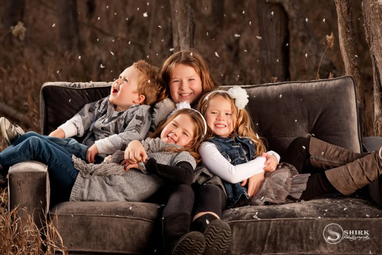 Shirk-Photography-Family-Portraits-Iowa-Creative-Sisters-Brother-Couch