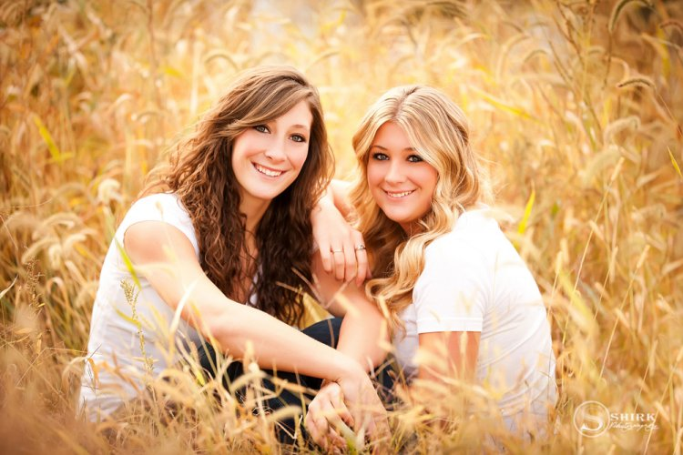Shirk-Photography-Family-Portraits-Iowa-Creative-Sisters-Field-Fall