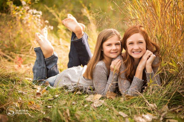Shirk-Photography-Family-Portraits-Iowa-Creative-Sisters-Outdoors