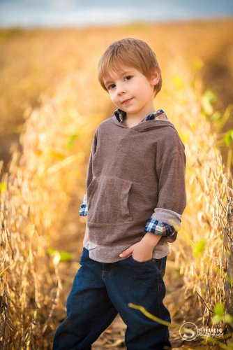 Shirk-Photography-Family-Portraits-Iowa-Creative-Son-Fall-Bean-Field-2