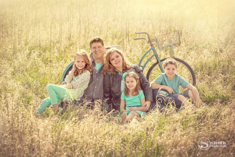 Shirk-Photography-Family-Portraits-Iowa-Creative-Sunrise-Bicycle