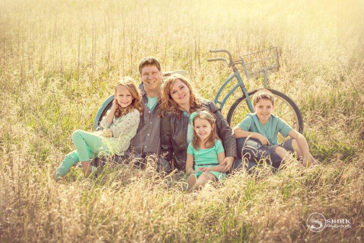 Shirk-Photography-Family-Portraits-Iowa-Creative-Sunrise-Bicycle