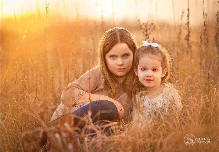 Shirk-Photography-Family-Portraits-Iowa-Creative-Sunset-Sisters-Fall