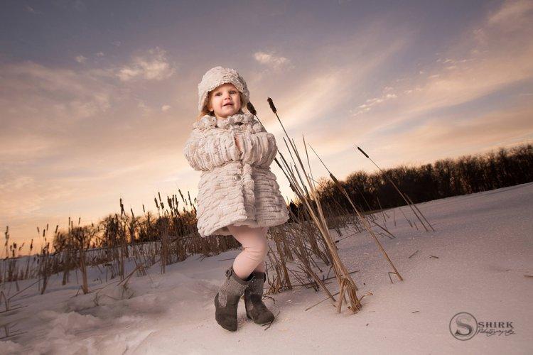 Shirk-Photography-Family-Portraits-Iowa-Creative-Sunset-Winter-Daughter