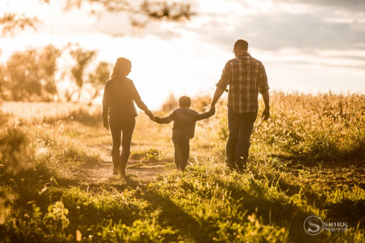 Shirk-Photography-Family-Portraits-Iowa-Creative-Sunset