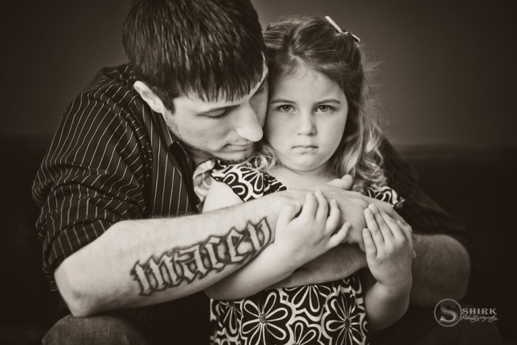Shirk-Photography-Family-Portraits-Iowa-Creative-Tattoo-Daughter