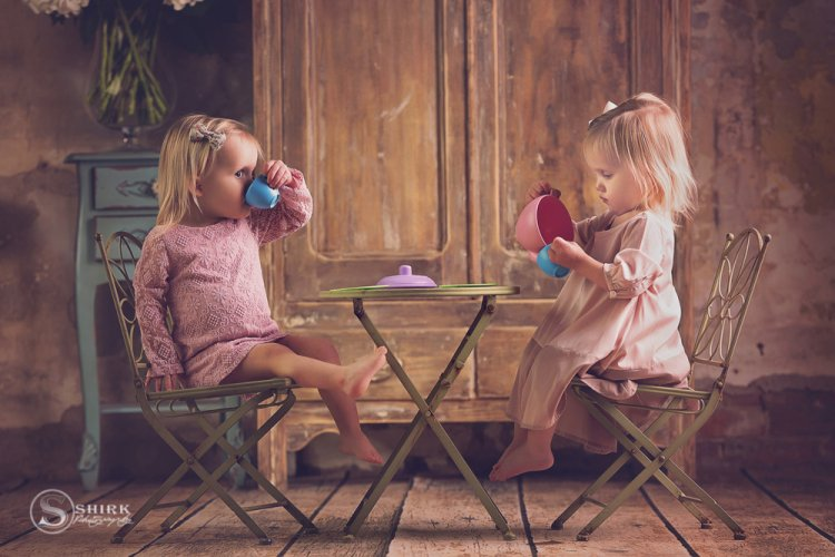 Shirk-Photography-Family-Portraits-Iowa-Creative-Tea-Sisters-Twins