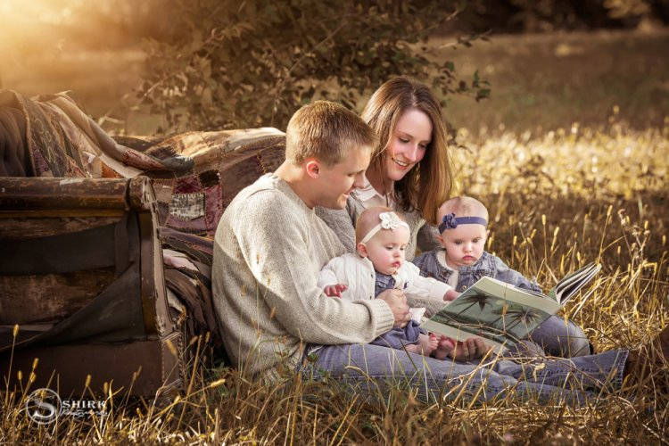 Shirk-Photography-Family-Portraits-Iowa-Creative-Todler-Twins-Sister--Outdoors