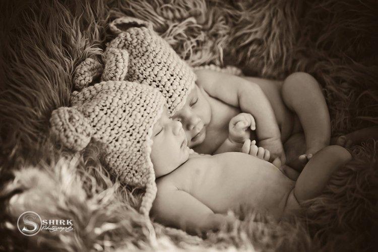 Shirk-Photography-Family-Portraits-Iowa-Creative-Twins