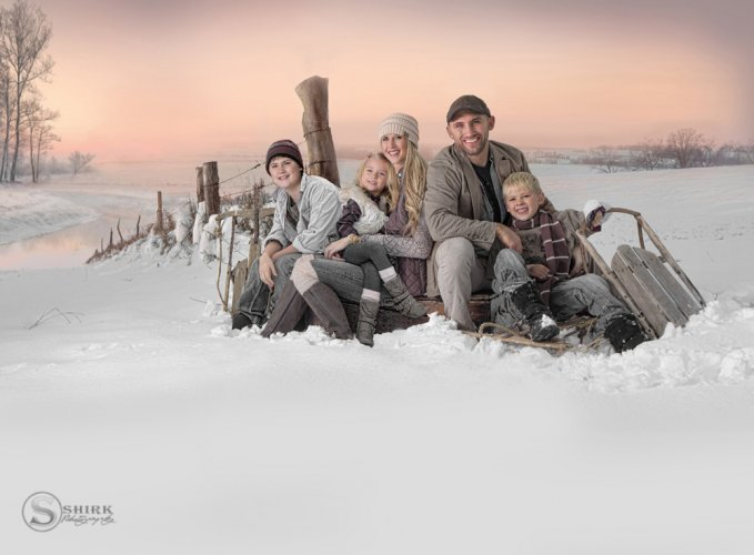 Shirk-Photography-Family-Portraits-Iowa-Creative-snow-winter